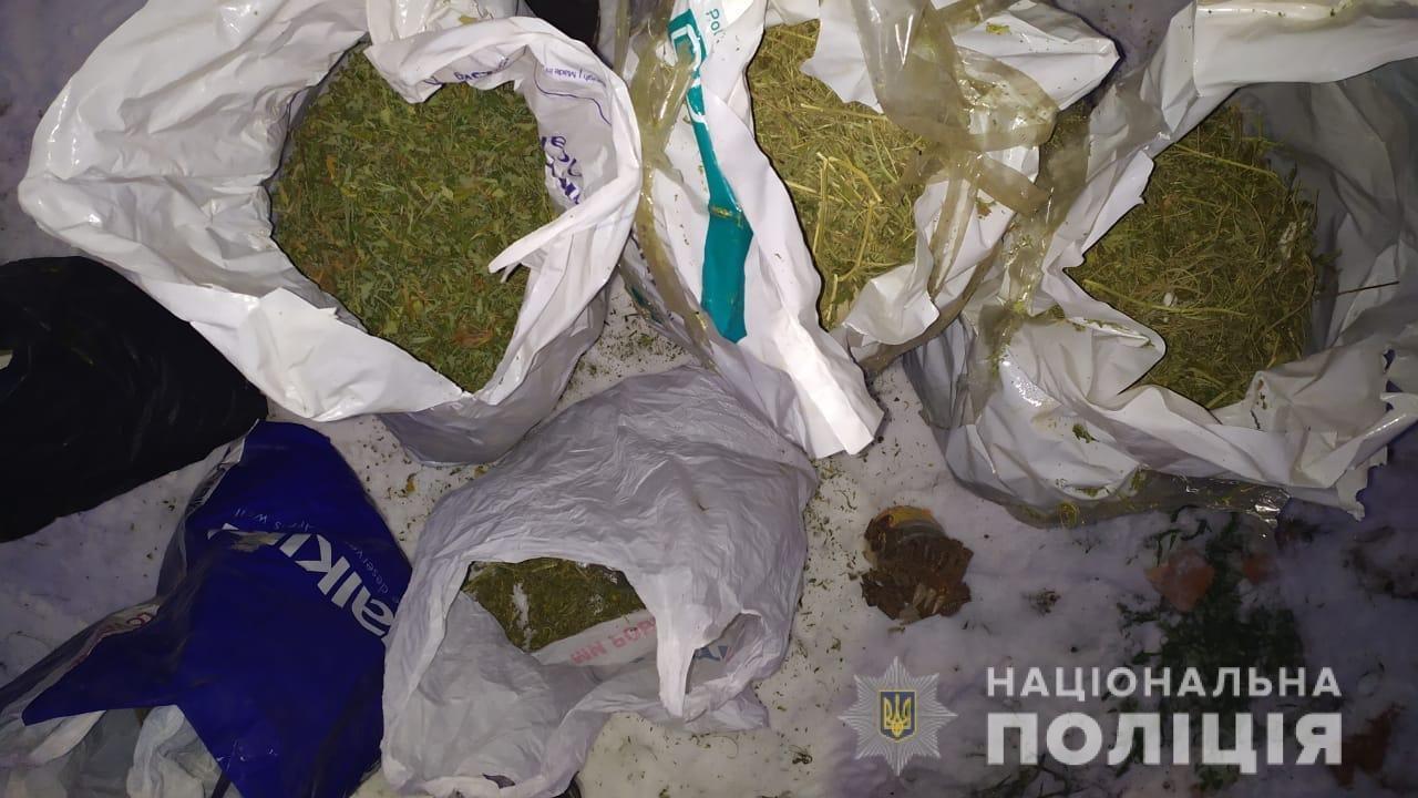 В Днепре задержали вооруженного наркоторговца с крупной партией канабиса, фото-2