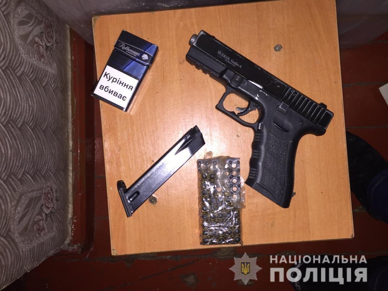 В Днепре задержали вооруженного наркоторговца с крупной партией канабиса, фото-1