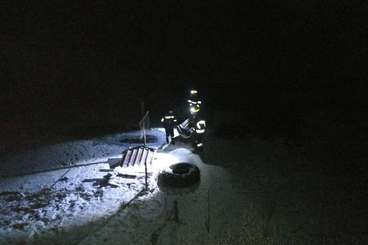 Под Днепром двое человек провалились под лед и утонули: тела доставали спасатели, - ФОТО, фото-1