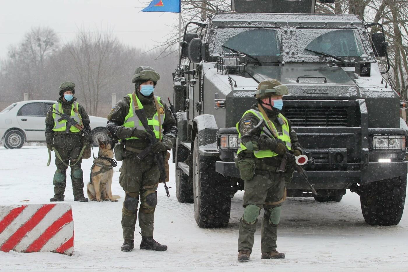 На Днепропетровщине военные освободили заложников, отбили штурм и задержали воров, - ФОТО, фото-3