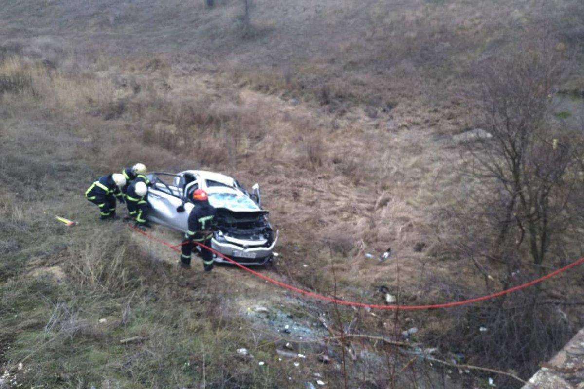 Под Днепром произошло серьезное ДТП: тело водителя вырезали спасатели, фото-1
