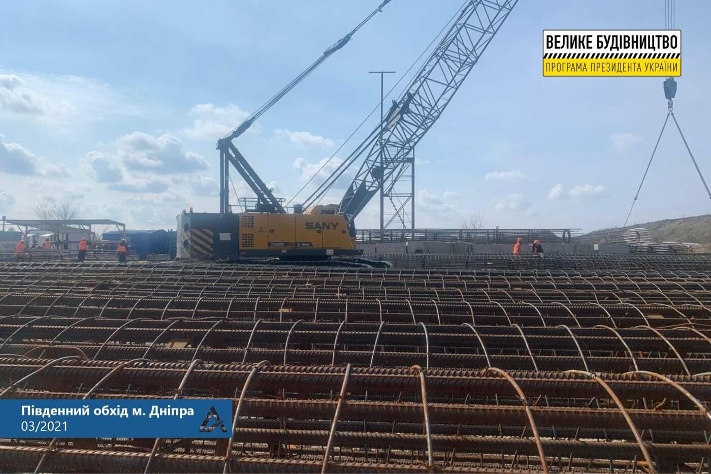 Возле аэропорта Днепра делают двухуровневую дорогу из 38-метровых столбов, — ФОТО , фото-1