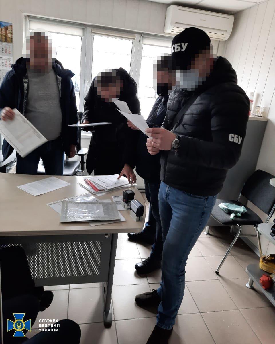 """В Днепре СБУ накрыла схему продажи нелегального алкоголя под видом """"антисептиков"""", фото-2"""