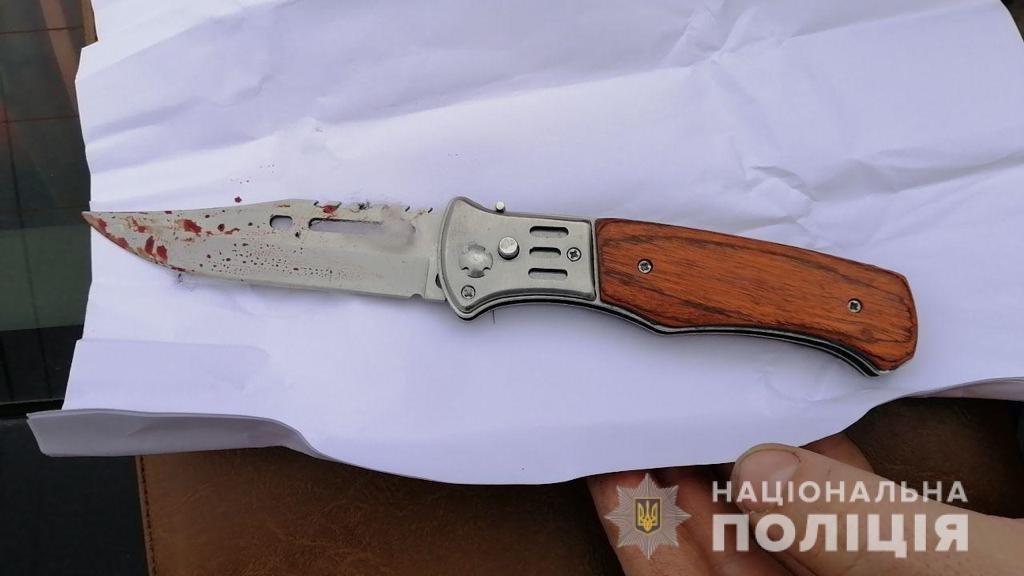 В Днепре средь бела дня мужчина вонзил нож в грудь знакомого: подробности, фото-1