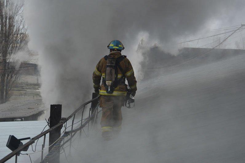 В Днепре произошел огромный пожар на производстве: подробности, фото-2