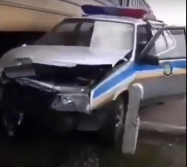 В Днепропетровской области поезд протаранил машину полиции: подробности, фото-1