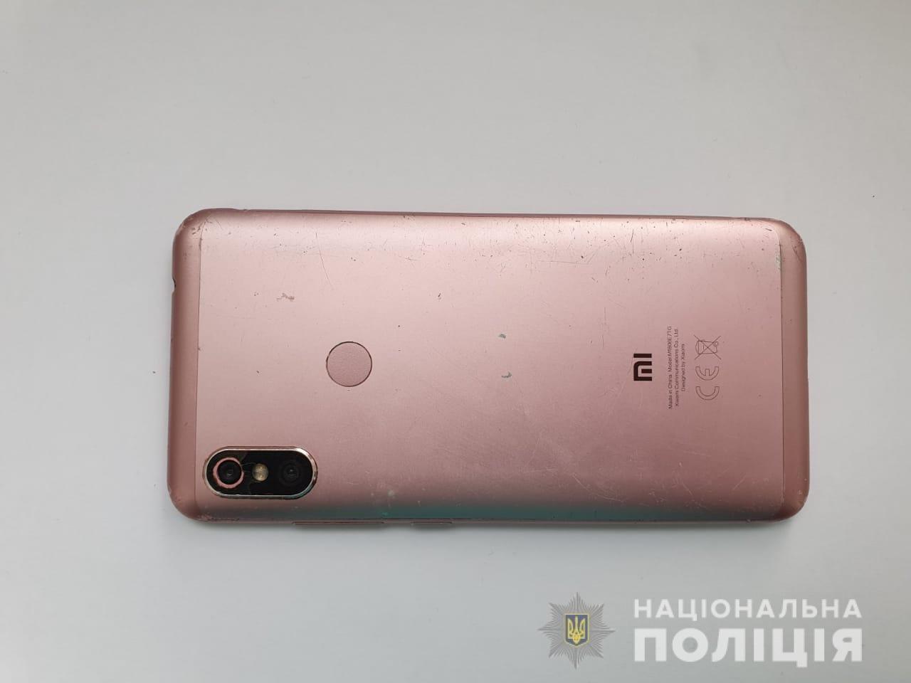 "Под Днепром девушка ""обчистила"" карту подруги через онлайн-банкинг, фото-1"