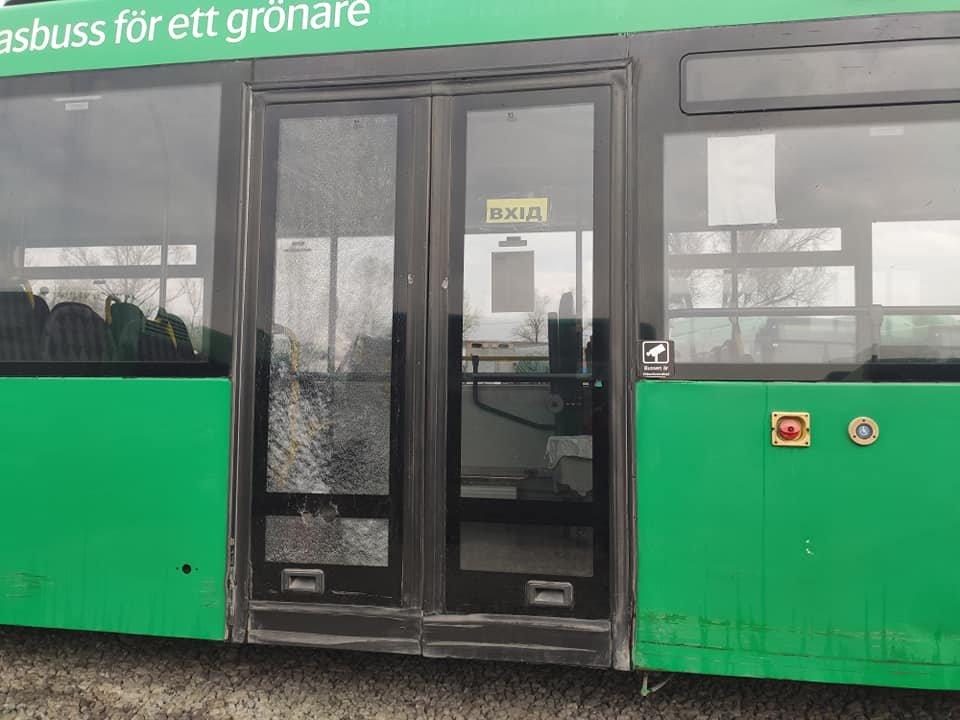 Разбитые окна и двери: в Днепре вандалы уничтожают новые автобусы, - ФОТО, фото-1