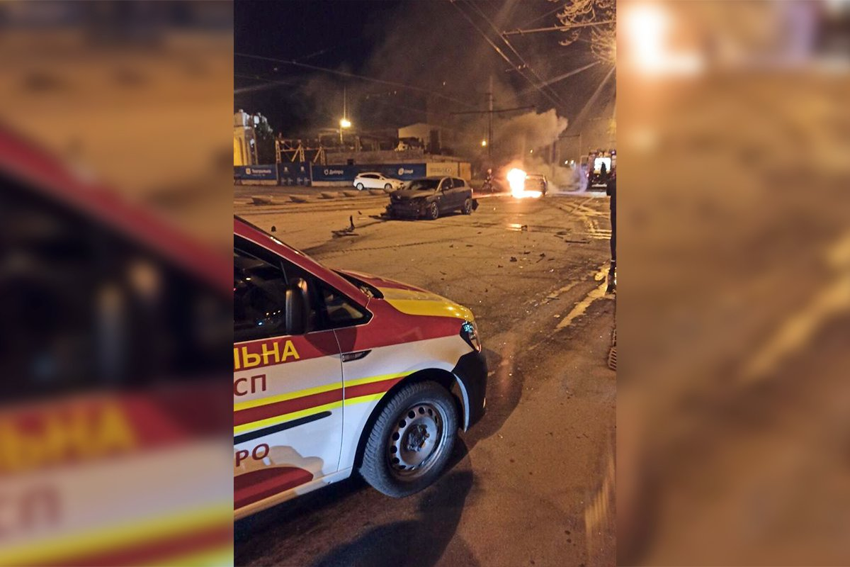 В центре Днепра из-за жесткого ДТП загорелся автомобиль: подробности, фото-1