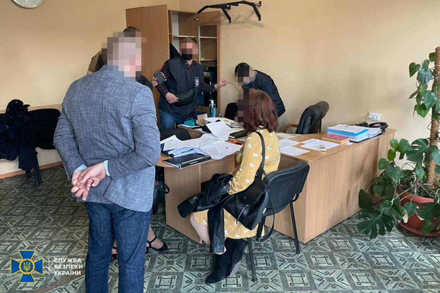 На Днепропетровщине полицейские распространяли наркотики, а потом шантажировали клиентов, фото-1