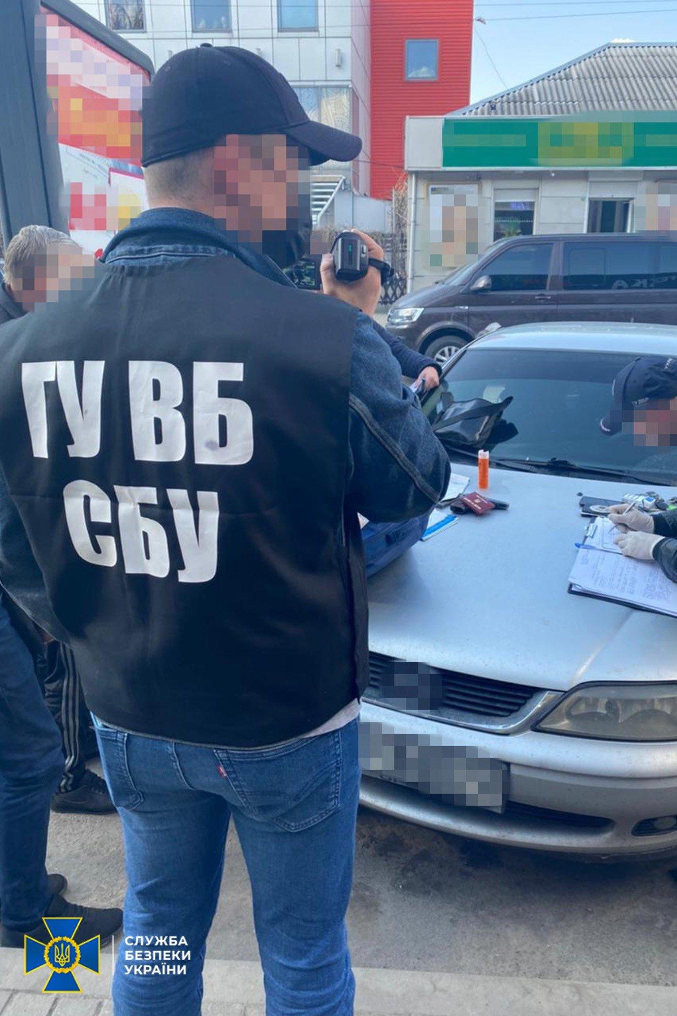 На Днепропетровщине полицейские распространяли наркотики, а потом шантажировали клиентов, фото-4