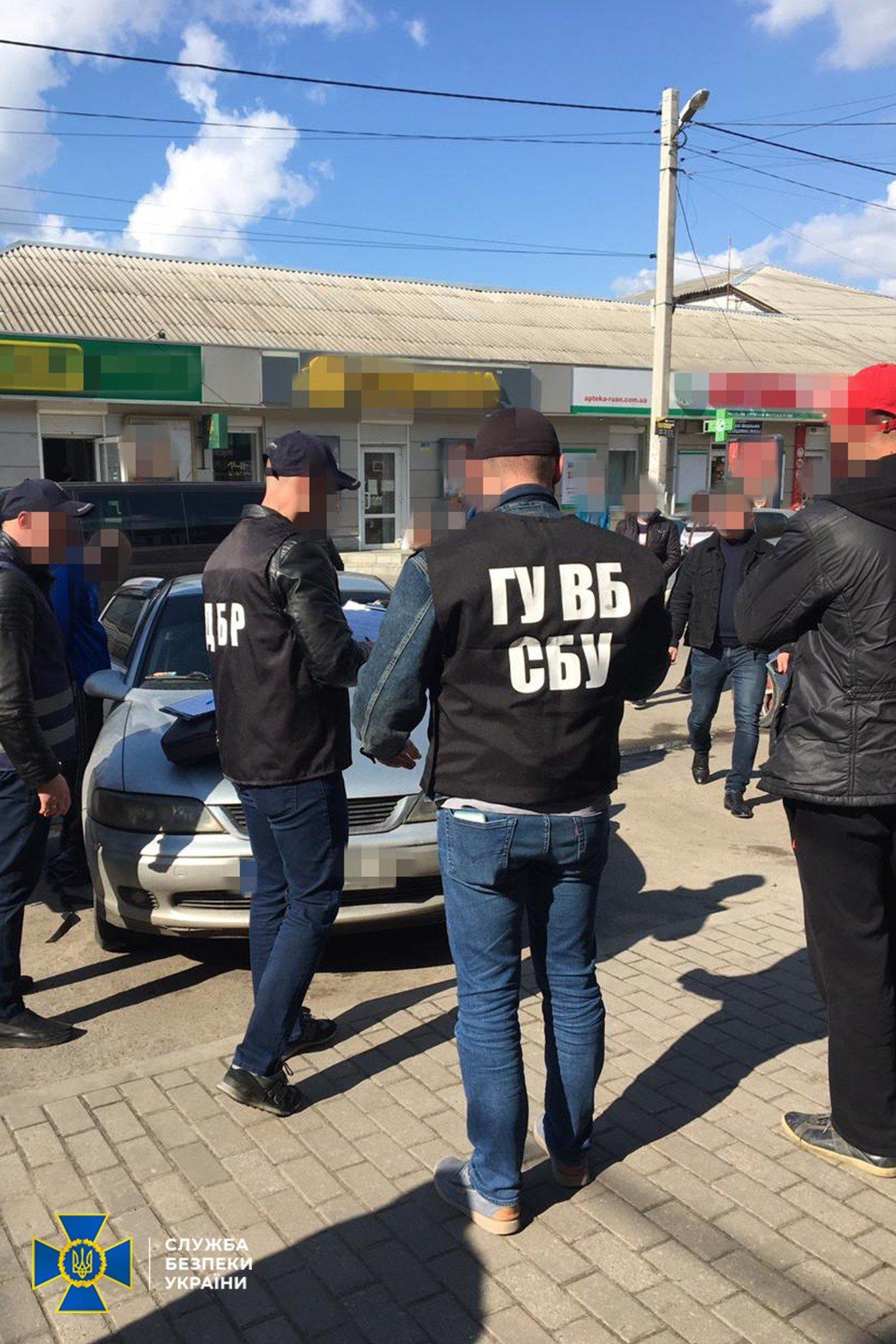 На Днепропетровщине полицейские распространяли наркотики, а потом шантажировали клиентов, фото-3