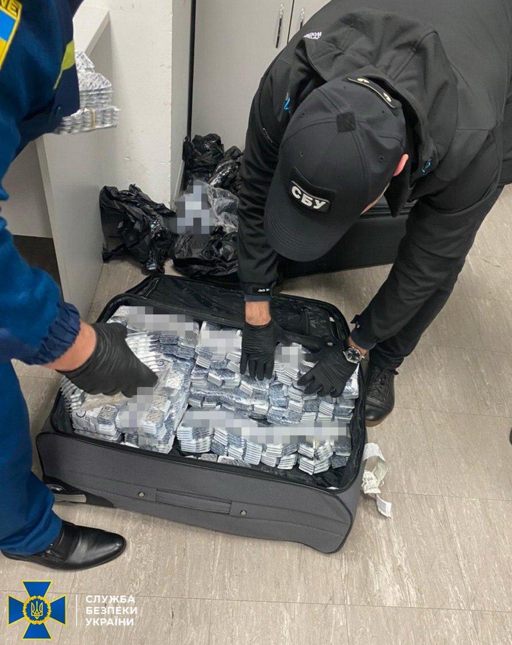 Днепровские СБУшники заблокировали мощный контрабандный канал прекурсоров через аэропорт «Борисполь», - ФОТО, фото-1