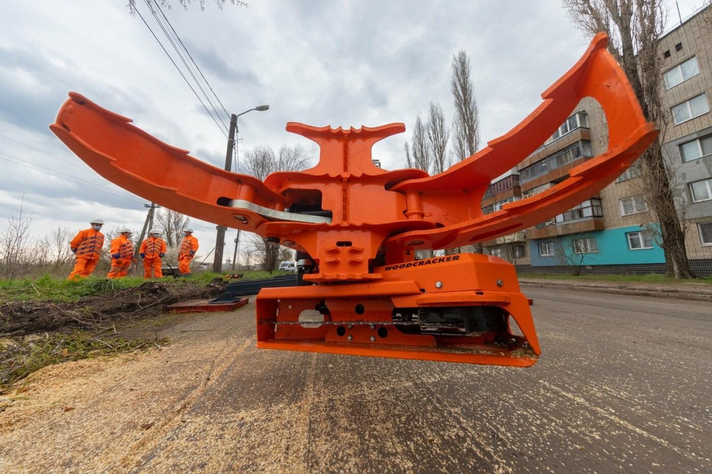 """В Днепре появился """"робот-трансформер"""" для устранения аварийных деревьев, - ФОТО, фото-2"""