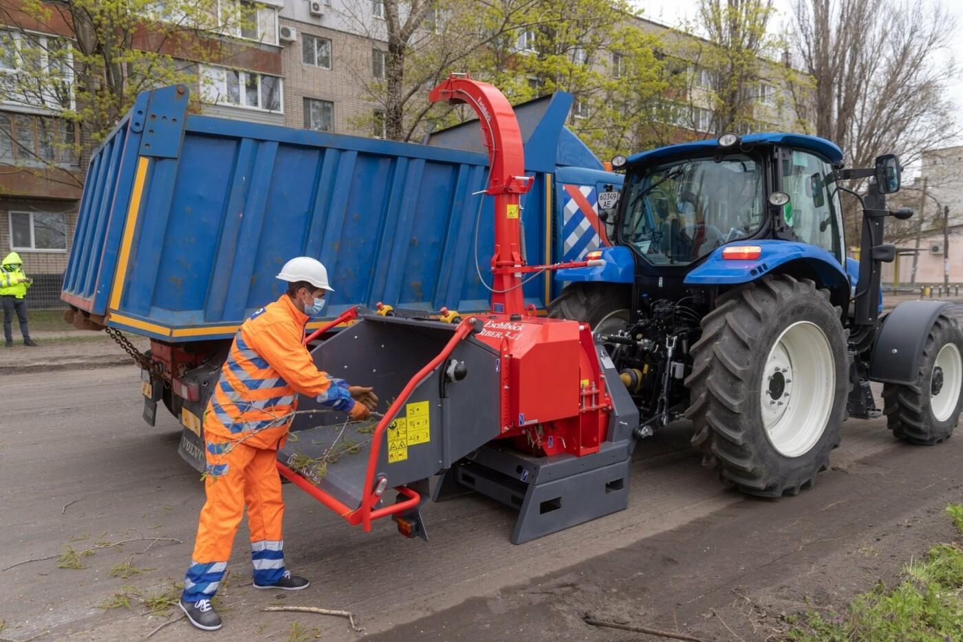 """В Днепре появился """"робот-трансформер"""" для устранения аварийных деревьев, - ФОТО, фото-10"""