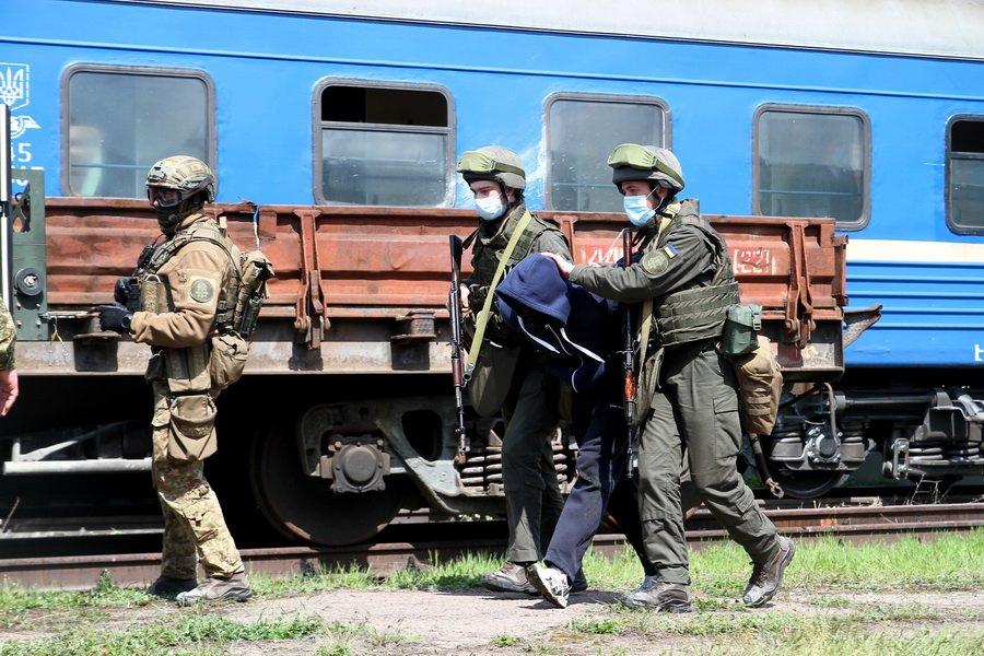 """В Днепре СБУ и военные взяли штурмом поезд с """"террористами"""": подробности, фото-5"""