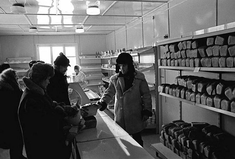 На среднюю зарплату в период СССР можно было купить половинку холодильника «Днепр-2»: сравнение цен, фото-1