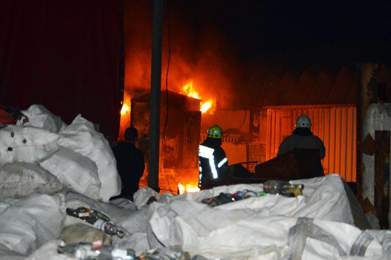 В Днепре произошел масштабный пожар на производстве: подробности, фото-1