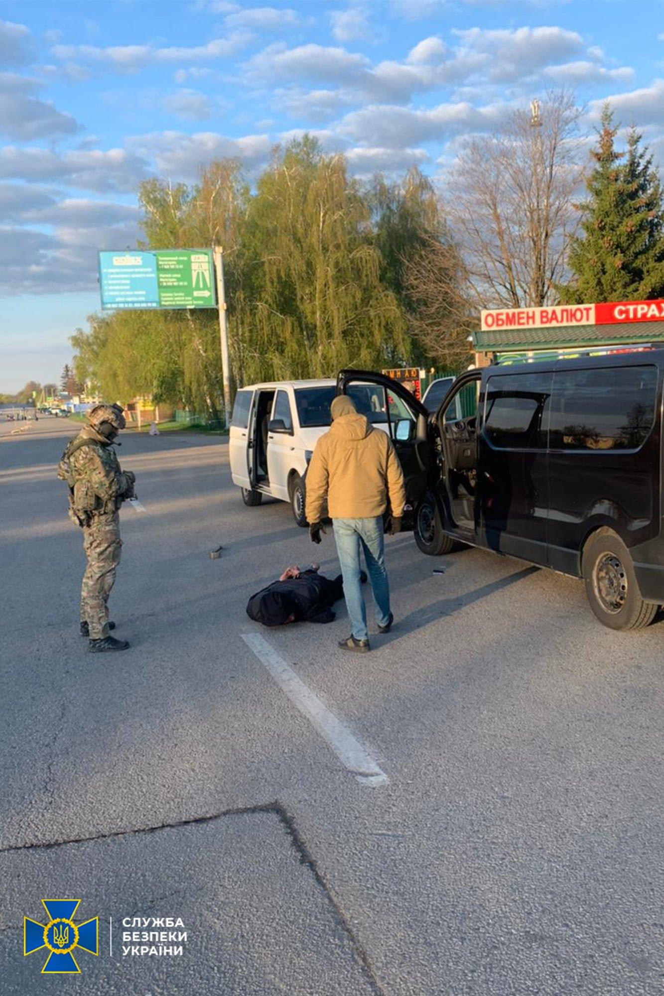В Днепре СБУ накрыла схему перевозок в ОРДЛО и РФ: люди платили деньги боевикам, фото-1