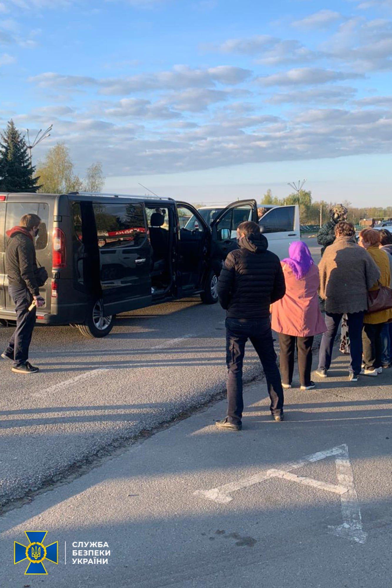 В Днепре СБУ накрыла схему перевозок в ОРДЛО и РФ: люди платили деньги боевикам, фото-2