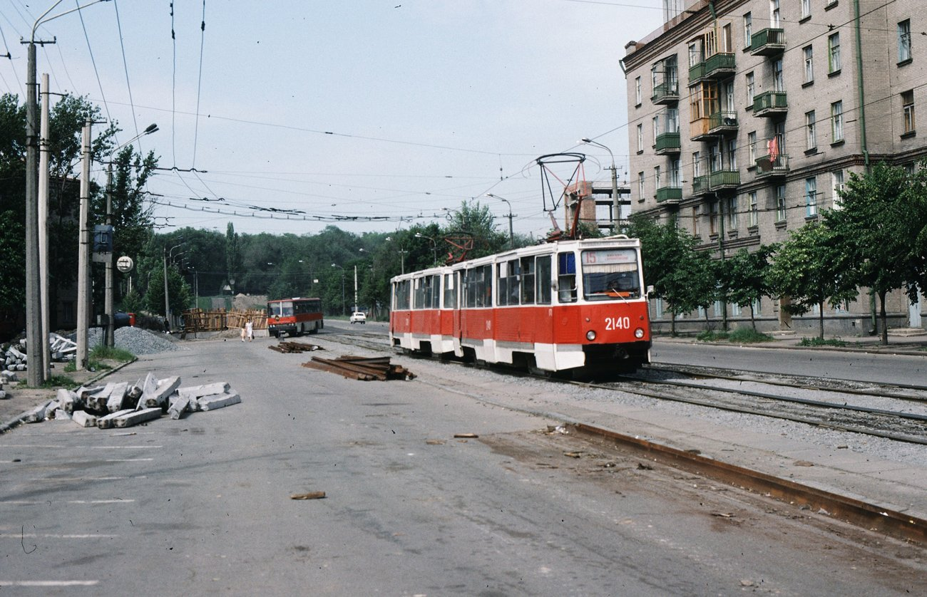 """""""Гармошки"""", ЛАЗы и """"квадратные"""" трамваи: на чем ездили днепряне в лихие 90-е, - ФОТО, фото-6"""