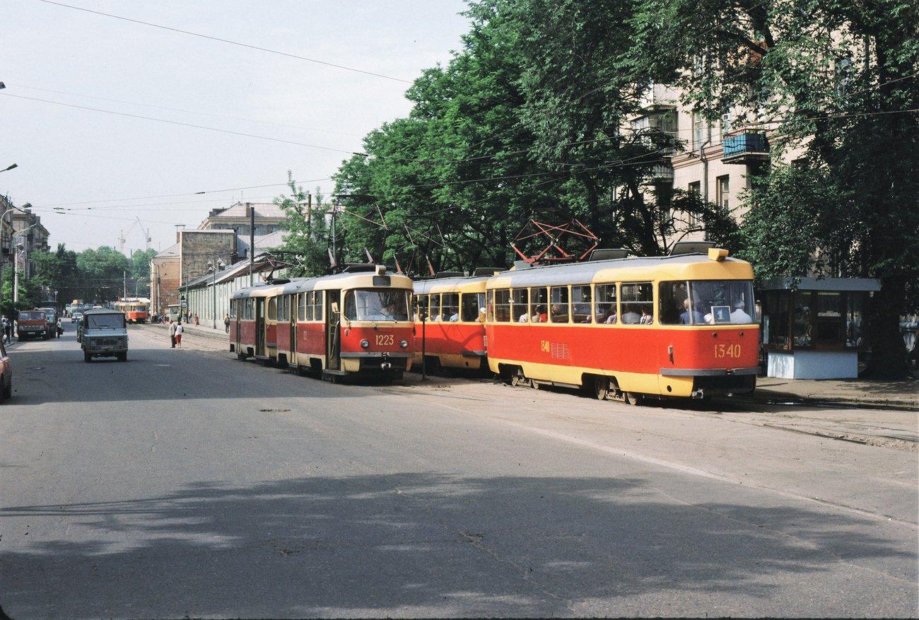 """""""Гармошки"""", ЛАЗы и """"квадратные"""" трамваи: на чем ездили днепряне в лихие 90-е, - ФОТО, фото-12"""