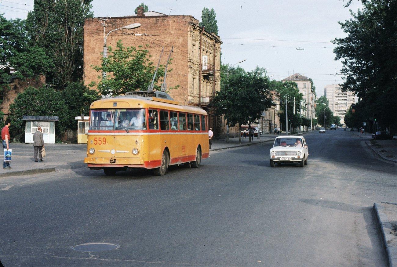 """""""Гармошки"""", ЛАЗы и """"квадратные"""" трамваи: на чем ездили днепряне в лихие 90-е, - ФОТО, фото-10"""