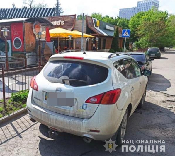 В Днепре банда иностранцев украла у мужчины 75 тысяч гривен, фото-1