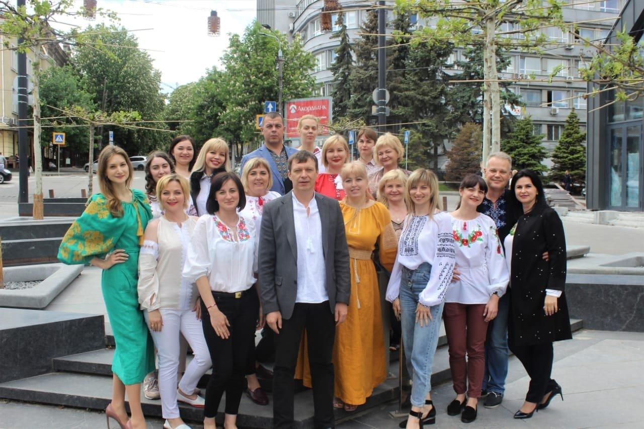 Президент в русской народной рубахе: как поздравили с Днем вышиванки в Днепре, - ФОТО, ВИДЕО, фото-9