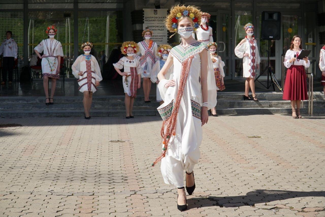 Президент в русской народной рубахе: как поздравили с Днем вышиванки в Днепре, - ФОТО, ВИДЕО, фото-5