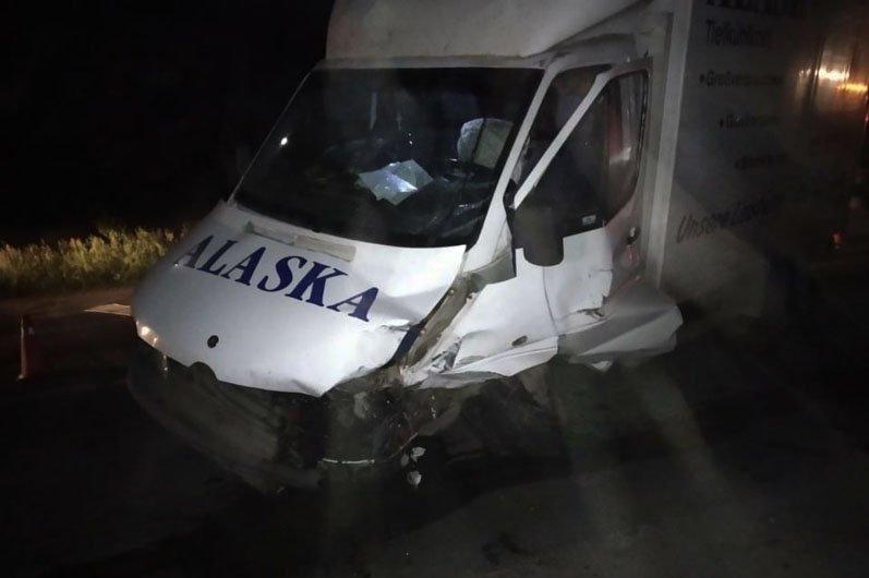 На трассе под Днепром жесткое ДТП: пострадавших вырезали из покореженных авто, фото-1