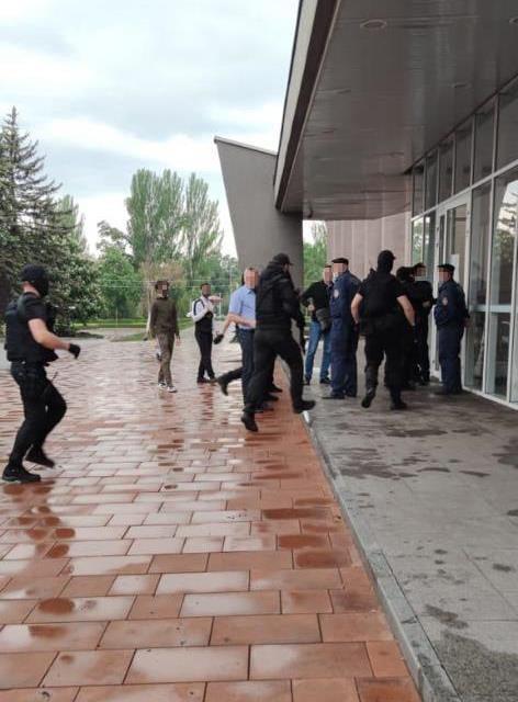 В горсовете на Днепропетровщине силовики проводят обыски, фото-1
