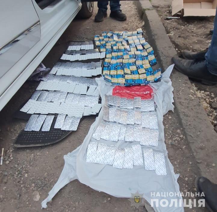 Под Днепром задержали банду наркоторговцев с огромной партией прекурсоров: подробности, фото-1
