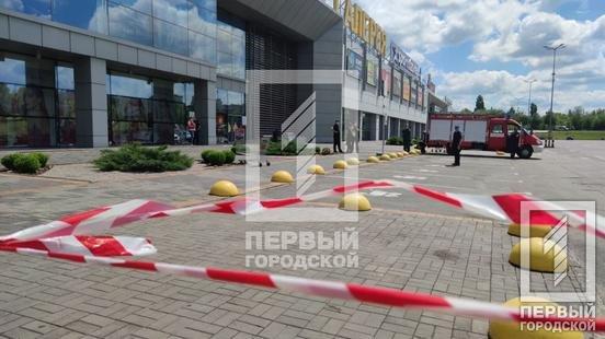 На Днепропетровщине экстренно эвакуировали посетителей торгового центра, фото-4