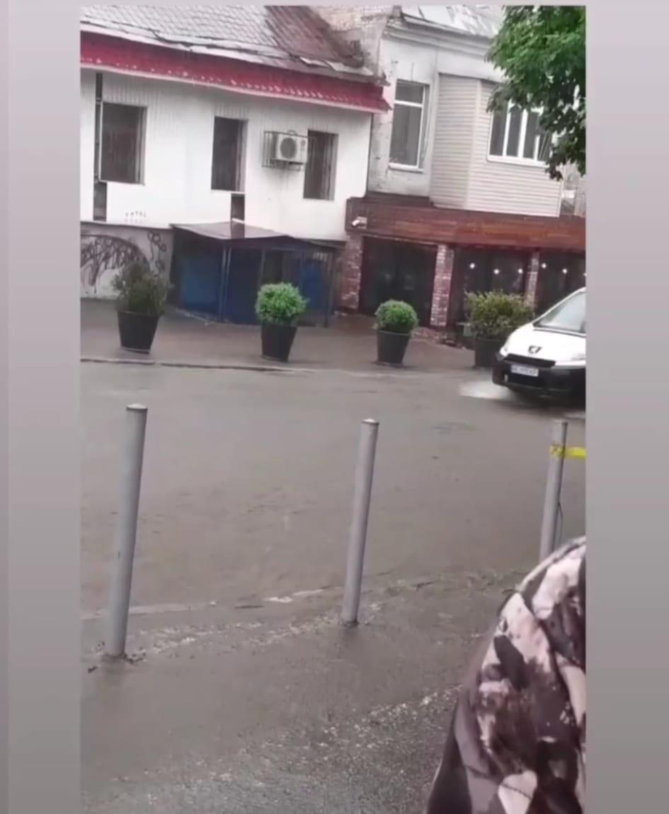 По затопленной дороге Днепра начали кататься на байдарках: город плывет, - ФОТО, ВИДЕО, фото-5