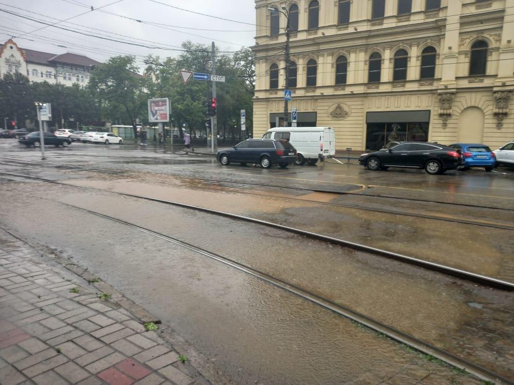 По затопленной дороге Днепра начали кататься на байдарках: город плывет, - ФОТО, ВИДЕО, фото-7