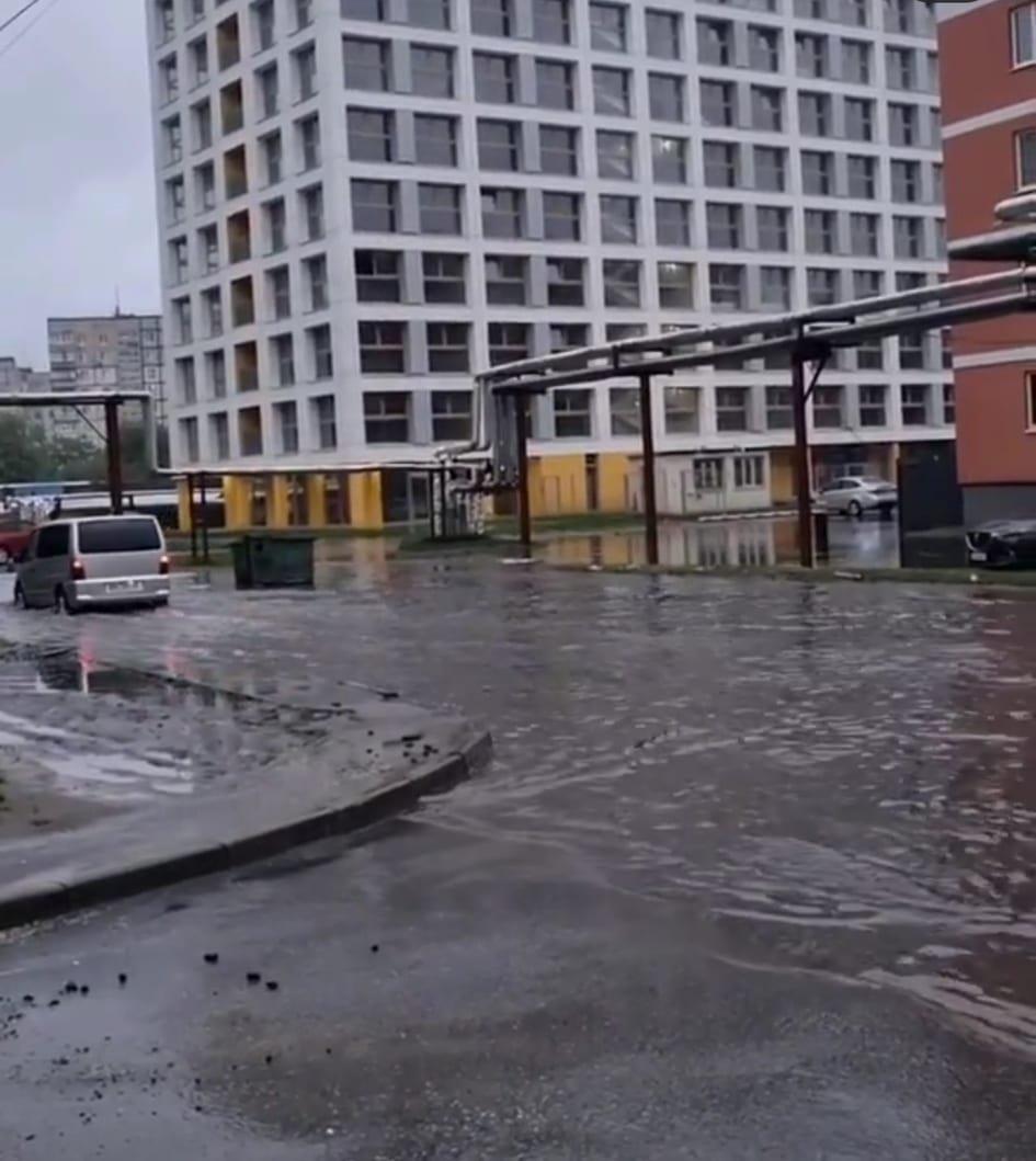 По затопленной дороге Днепра начали кататься на байдарках: город плывет, - ФОТО, ВИДЕО, фото-1