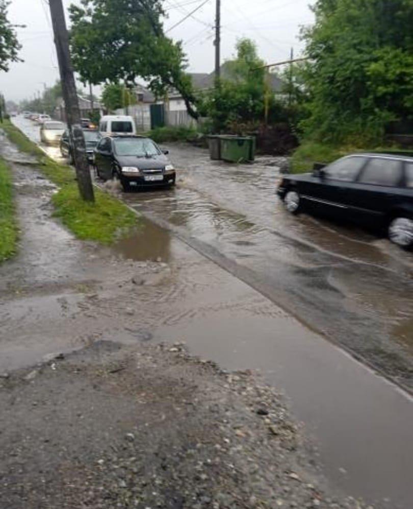 По затопленной дороге Днепра начали кататься на байдарках: город плывет, - ФОТО, ВИДЕО, фото-2