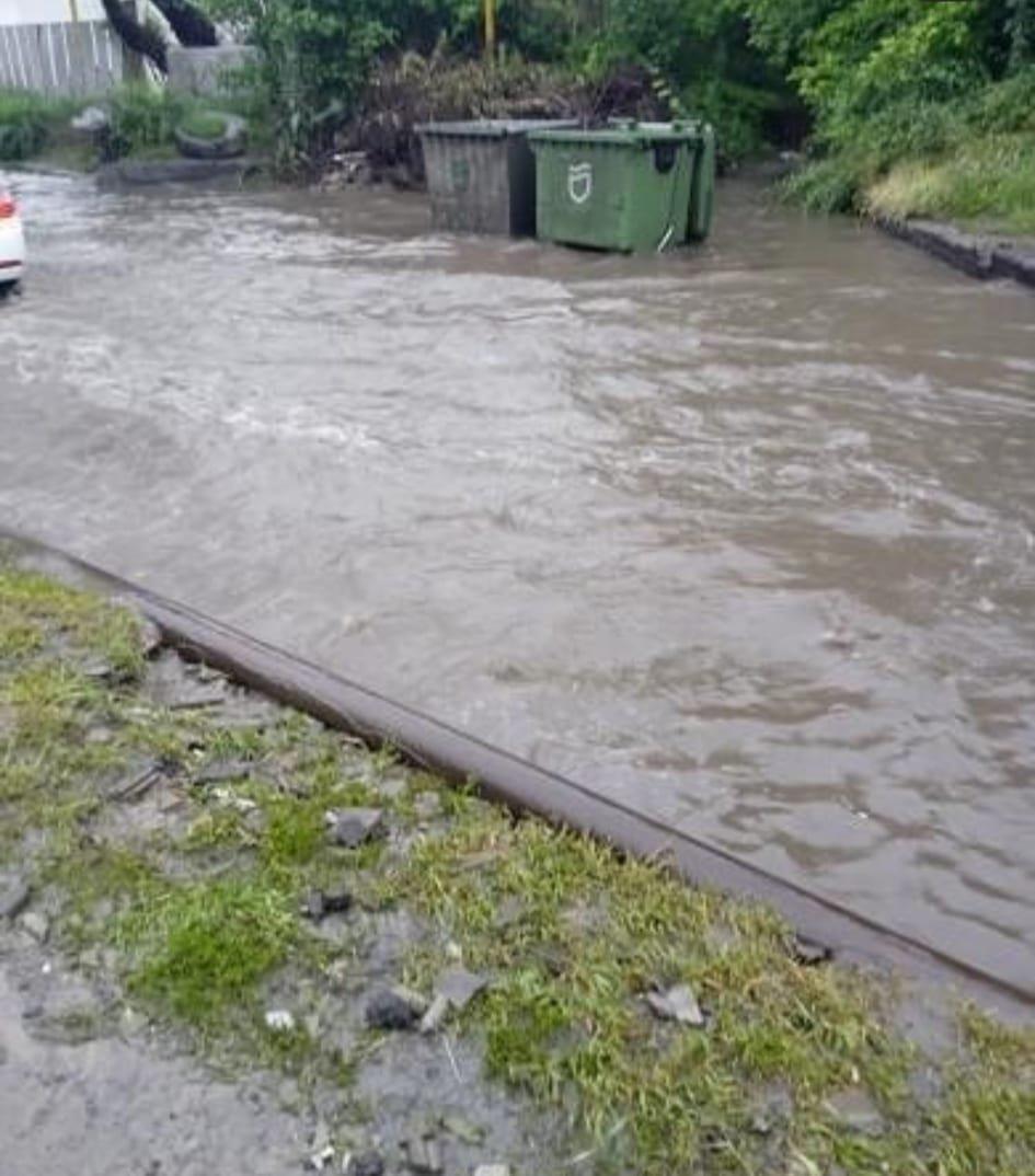 По затопленной дороге Днепра начали кататься на байдарках: город плывет, - ФОТО, ВИДЕО, фото-3