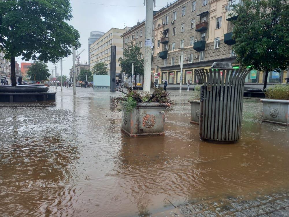 По затопленной дороге Днепра начали кататься на байдарках: город плывет, - ФОТО, ВИДЕО, фото-6