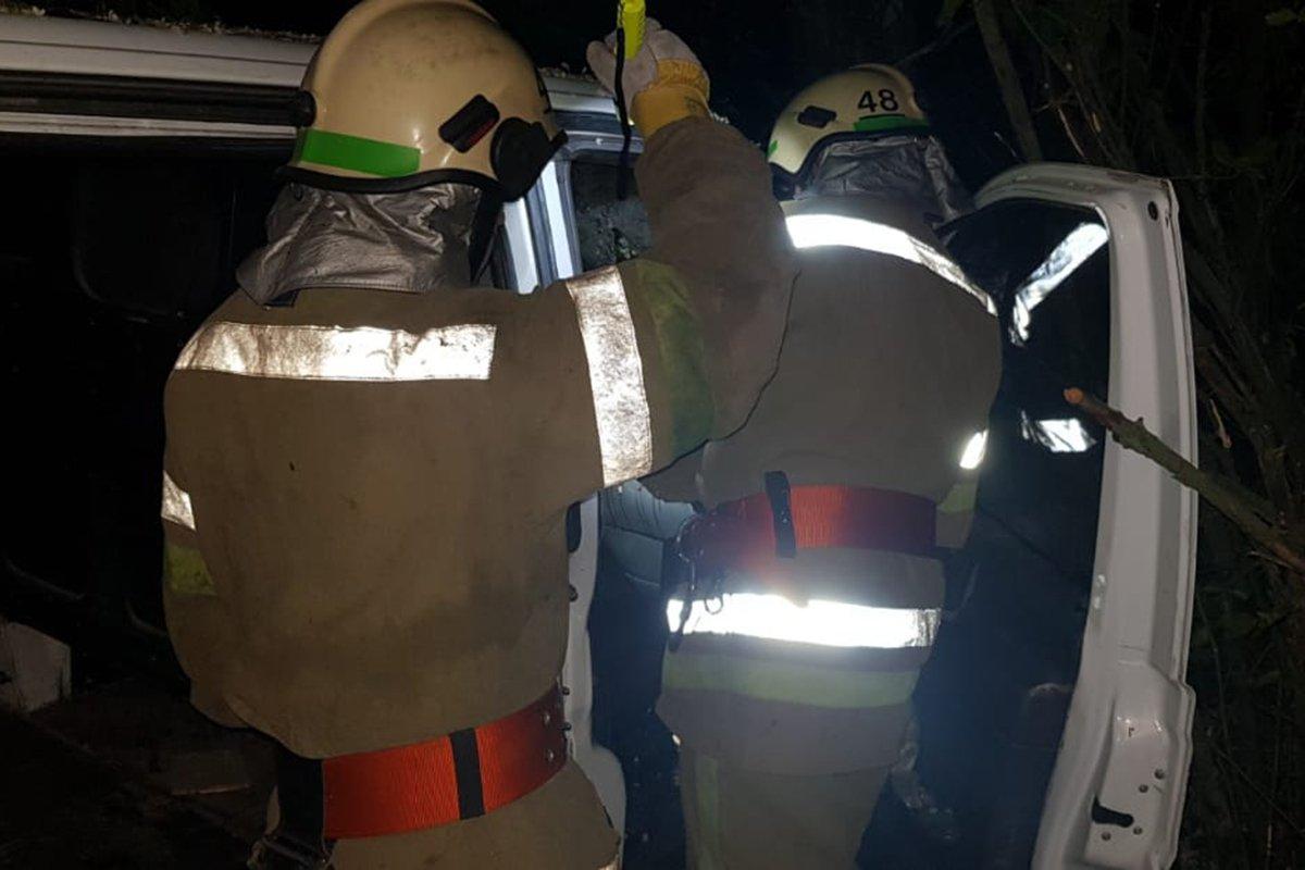 На трассе под Днепром смертельное ДТП: тело пассажира вырезали спасатели, фото-1