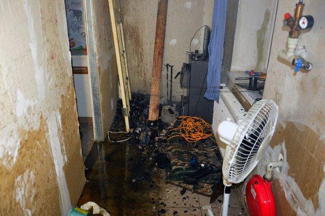 В Днепре сгорала дача, которую тушили три пожарных машины, - ФОТО, ВИДЕО, фото-5