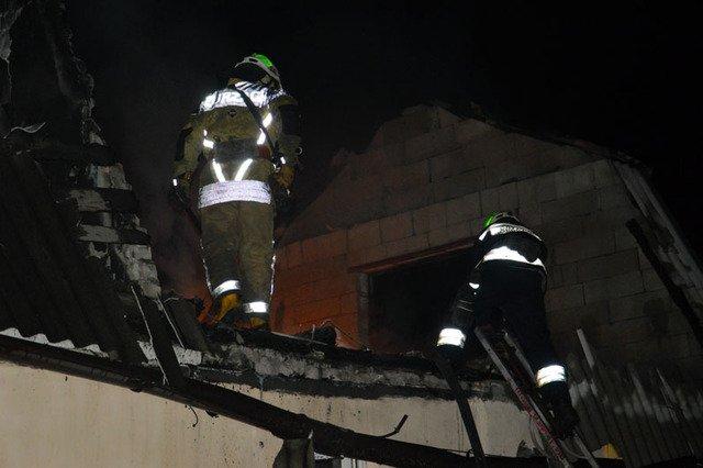 В Днепре сгорала дача, которую тушили три пожарных машины, - ФОТО, ВИДЕО, фото-2
