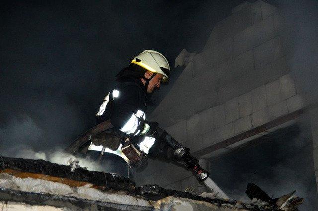 В Днепре сгорала дача, которую тушили три пожарных машины, - ФОТО, ВИДЕО, фото-3