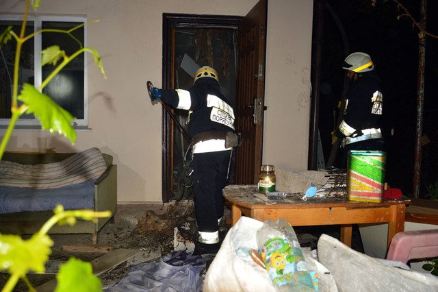 В Днепре сгорала дача, которую тушили три пожарных машины, - ФОТО, ВИДЕО, фото-4