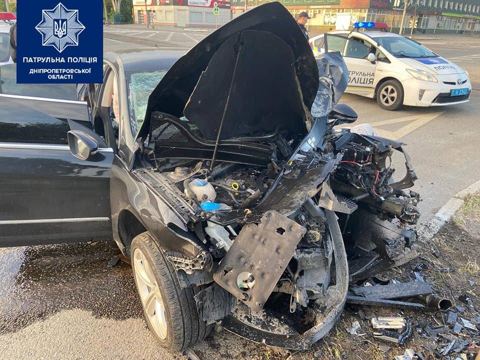 В Днепре Volkswagen протаранил столб: четверо пострадавших, фото-1
