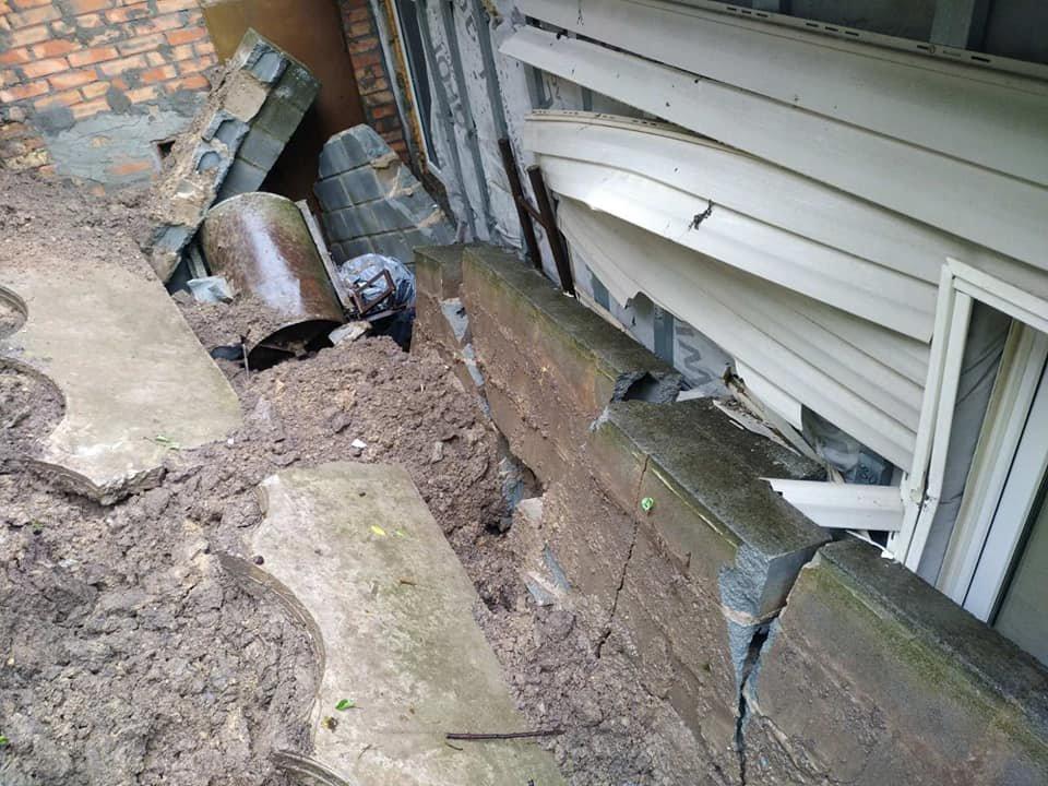 В Днепре из-за обильных дождей произошел оползень в балке: едва не пострадали люди, фото-2
