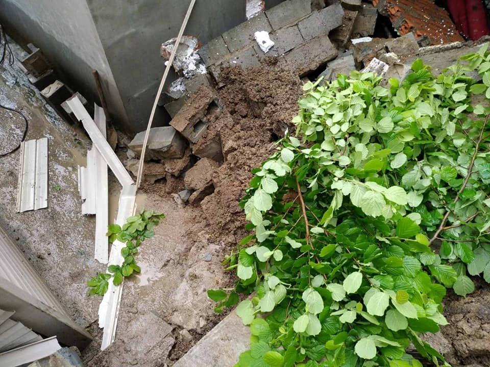 В Днепре из-за обильных дождей произошел оползень в балке: едва не пострадали люди, фото-3