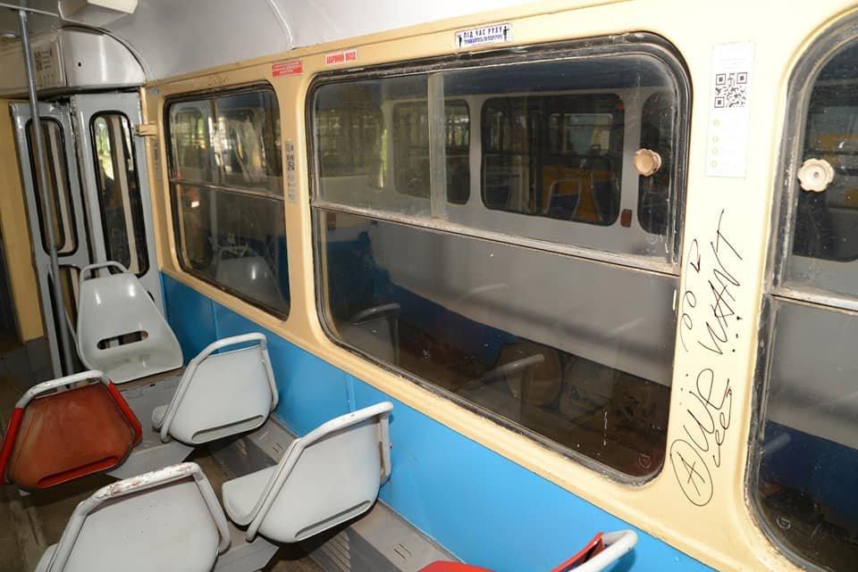"Разбитые окна трамваев и граффити: вандалы Днепра ""наследили"" на 8 миллионов, фото-2"