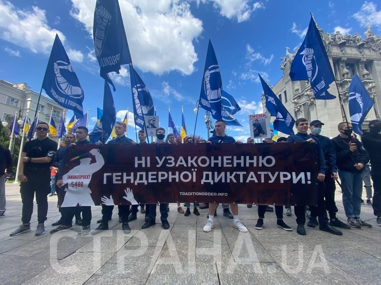 Жители Днепра не поддержали популяризацию ЛГБТ-сообщества от Приватбанка, фото-3